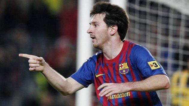 Argentinský útočník ve službách Barcelony se raduje z branky.