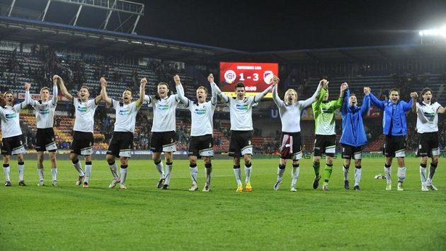 Fotbalisté Plzně jásají, neboť vyhráli na Letné nad Spartou 3:1 a boj o titul zase zdramatizovali.