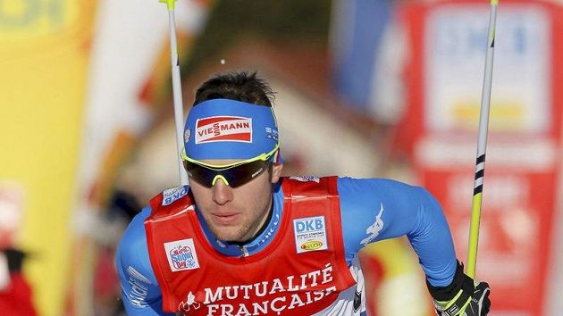 Italský sdruženář Alessandro Pittin si jede pro vítězství v ve francouzském Chaux-Neuve.
