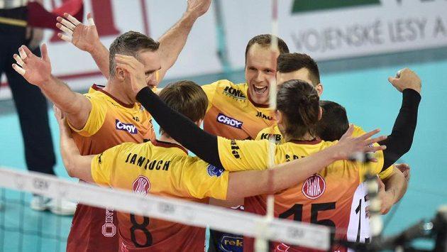 Volejbalisté Liberce se radují z bodu proti polskému Rzeszówu v zápase Ligy mistrů - ilustrační foto.