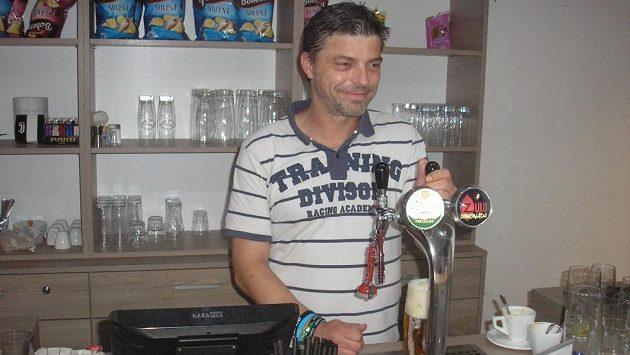 Milan Pacanda měl našlápnuto k velké kariéře, po vážném zranění na ni ale musel zapomenout. Nyní se živí jako barman.