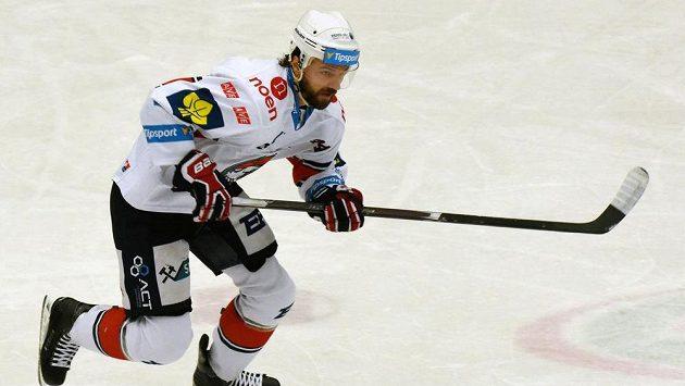 Brett Skinner z Chomutova v utkání s Olomoucí.