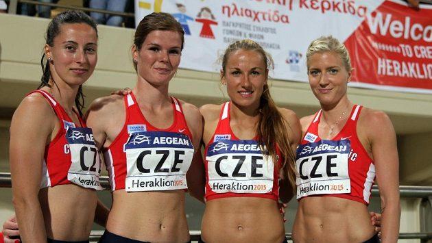 Štafeta českých sprinterek, zleva Iveta Mazáčová, Martina Schmidová, Barbora Procházková a Jana Slaninová.