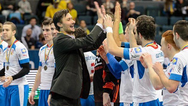 Takto se Radim Cepek radoval se svými svěřenci z bronzu před dvěma lety. Bude mít důvod k úsměvu i letos?
