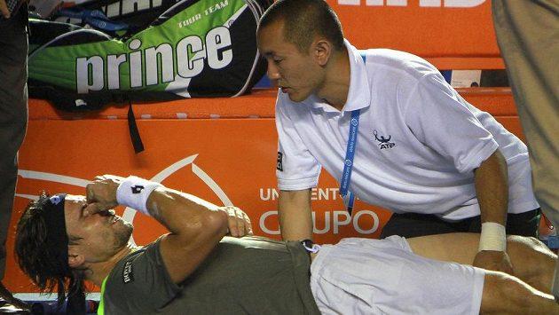Španěl David Ferrer trpěl v Acapulcu v souboji s Jihoafričanem Kevinem Andersonem.
