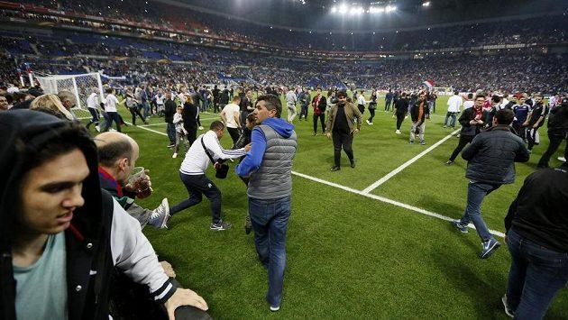 Řádění fotbalových fanoušků - ilustrační foto
