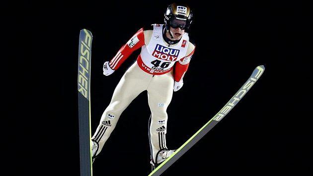 Český skokan na lyžích Roman Koudelka během prvního kola závodu na velkém můstku na MS ve Falunu.