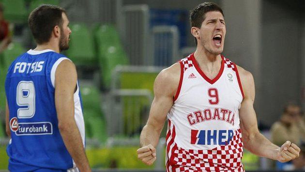 Chorvat Damjan Rudez (vpravo) se raduje z výhry nad Řeckem.