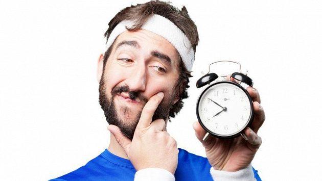 Vstávat a cvičit, nebo si raději ještě pospat?