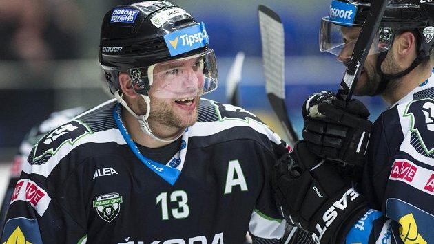 Střelec vítězného gólu v prodloužení Marek Trončinský (vlevo) se raduje.