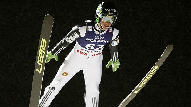 Skokan na lyžích Peter Prevc zpečetil v záovud družstev ve Willingenu triumf Slovinců.