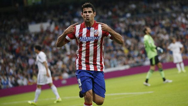 Diego Costa z Atlétika Madrid oslavuje svůj gól v městském derby proti Realu.