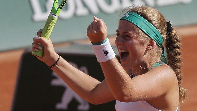 Radost Jeleny Ostapenkové! Mladá Lotyška v den svých 20. narozenin postoupila do finále French Open.