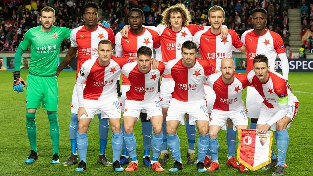 Mužstvo Slavie před slavnou odvetou osmifinále Evropské ligy se Sevillou.