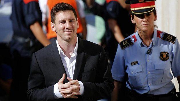 Lionel Messi (vlevo) se u soudu zodpovídal z daňových úniků.