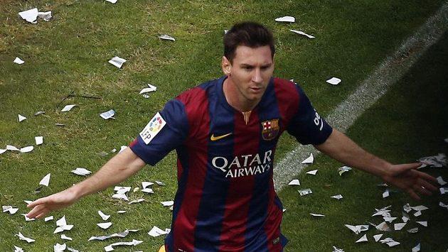 Barcelonský Lionel Messi jásá po gólu proti Vallecanu.