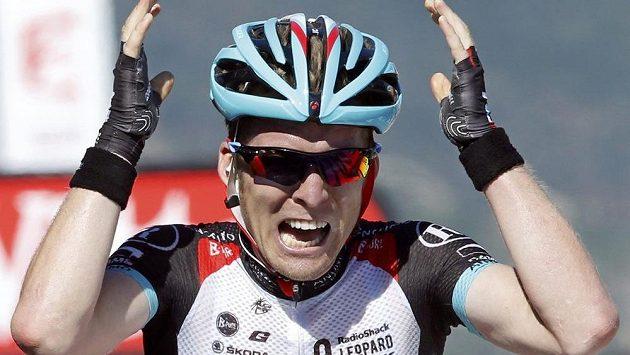 Belgičan Jan Bakelants se v cíli v korsickém Ajacciu raduje ze svého nečekaného triumfu ve druhé etapě slavné Tour de France.