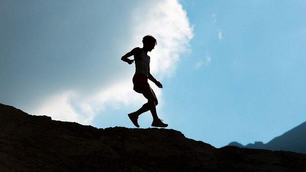 I běh dolů z kopce má svá specifika.