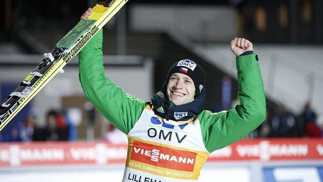 Roman Koudelka se raduje z vítězného závodu v Lillehammeru.