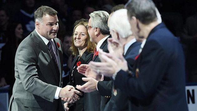 Někdejší kanadský útočník Eric Lindros (vlevo) rozšířil řady členů Síně slávy NHL.