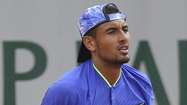 Nervózní Nick Kyrgios ve druhém kole French Open.