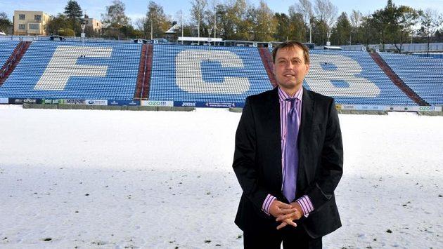 Kouč ostravských fotbalistů Martin Pulpit na zasněžených Bazalech