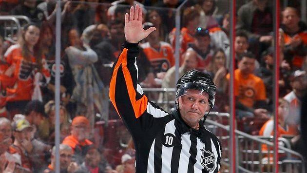Kanadský rozhodčí Paul Devorski se v 56 letech loučí s NHL.