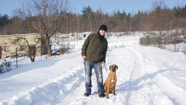 Rok 2011 a zimní bunda zahaluje kila. V té době šlo o metrák.