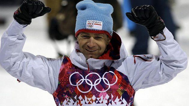 Vítězné gesto norského veterána Oleho Einara Björndalena.