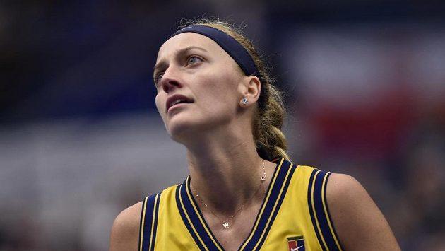 Petra Kvitová v utkání proti Anastasii Potapovové z Ruska v Ostravě.