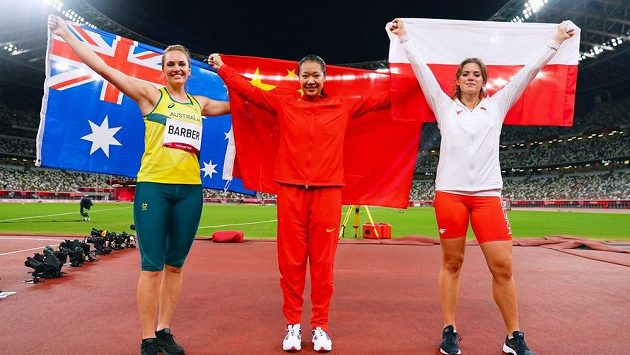Medailistky z olympijské soutěže oštěpařek. Vítězka Liou Š'-jing z Číny, stříbrná Maria Andrejczyková z Polskaa bronzová Kelsey-Lee Barberová z Austrálie.