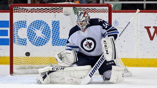 Gólman Michael Hutchinson si svými výkony říká o pozici jedničky ve Winnipegu.