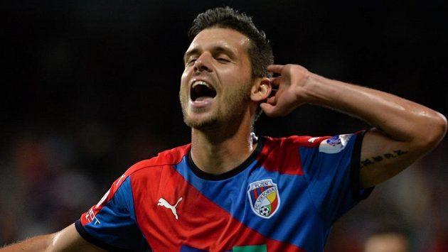 Plzeňský hrdina Michal Ďuriš se raduje z gólu proti Olomouci.