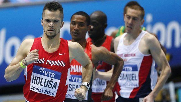 Jakub Holuša v čele rozběhu na 1500 m při halovém MS v Sopotech.