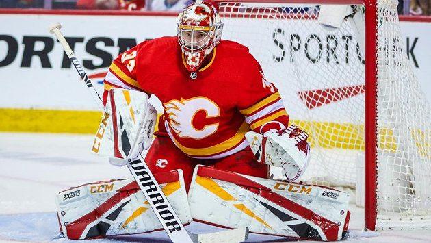 Brankář Calgary David Rittich (33) v duelu s Torontem.