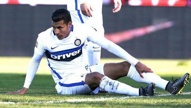 Fotbalista Interu Milán Jeison Murillo poté, co si dal vlastní gól v duelu s Bergamem.