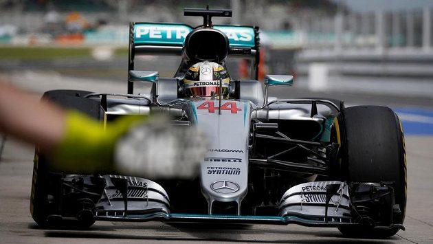 Lewis Hamilton na kvalifikaci v Malajsii.