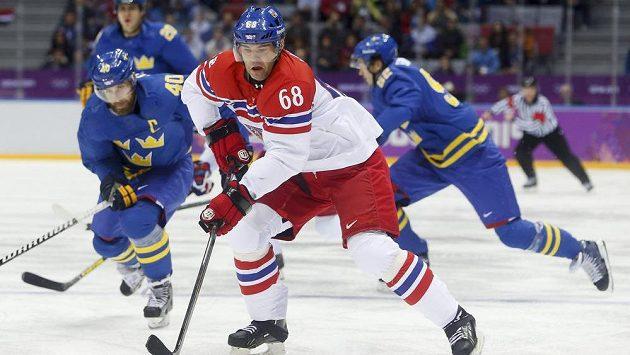 Jaromír Jágr v souboji se švédskou přesilou.