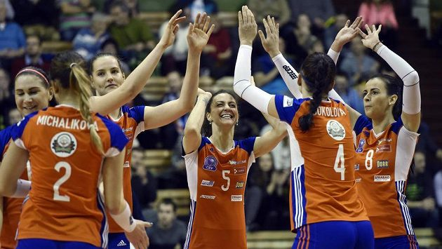 Volejbalistky Olomouce se radují z vítězného setu v osmifinále Poháru CEV proti belgickému Asterix Beveren.