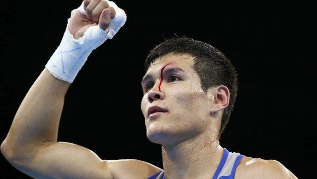 Kazašský boxer Danijar Jelusinov