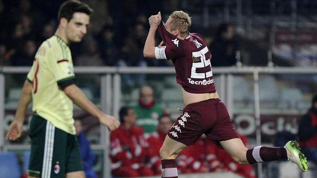 Turínský Kamil Glik se raduje z gólu proti AC Milán.