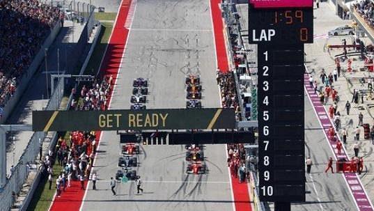 Monoposty formule 1 na startu Velké ceny USA.