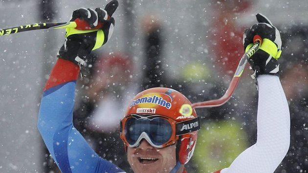 Švýcar Didier Cuche se raduje v cíli nejslavnějšího sjezdu.