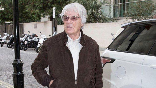 Bernie Ecclestone přiznal, že se v době svého působení v čele prestižního seriálu snažil maximálně pomáhat týmu Ferrari.