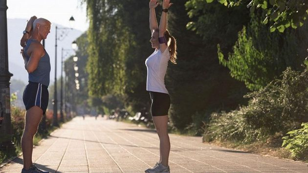 Jsou lidé, kteří na pozitivní účinky ranní rozcvičky přísahají.