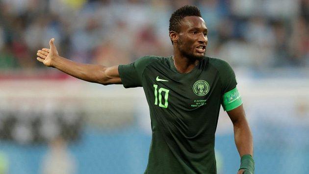 Kapitánovi nigerijské fotbalové reprezentace Johnu Obimu Mikelovi před závěrečným zápasem ve skupině na mistrovství světa v Rusku už podruhé v rodné zemi unesli otce