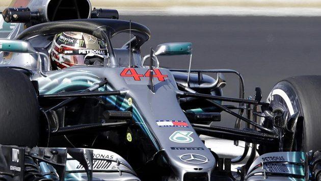 Lewis Hamilton během tréninku na Velkou cenu Británie.