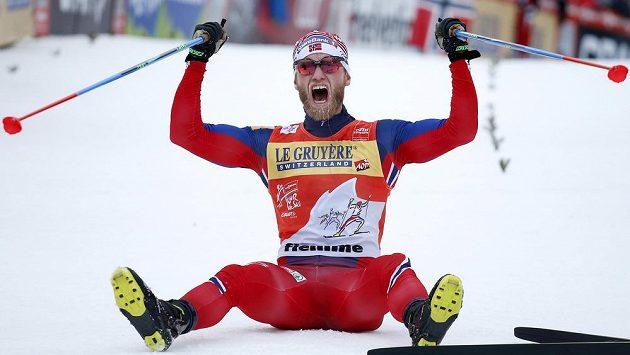 Norský běžec na lyžích Martin Johnsrud Sundby na vrcholu Alpe Cermis ve Val di Fiemme.