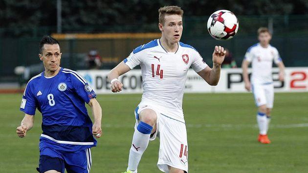 Jakub Jankto (14) a Marco Domeniconi ze San Marina.