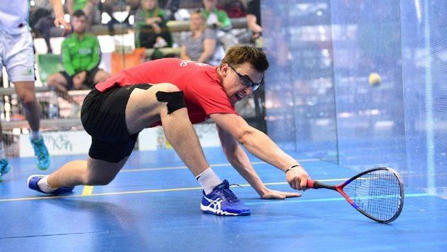 Český squashista Viktor Byrtus neztratil na ME juniorů v Praze ani set.